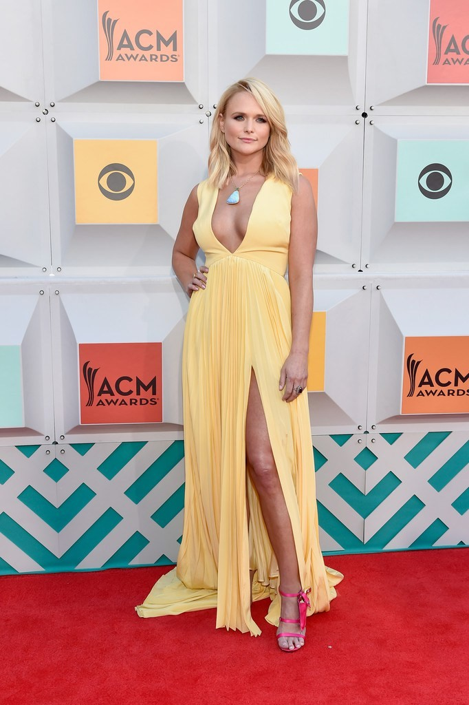 miranda-lambert-2016-acm-awards-christian-siriano-gown-1