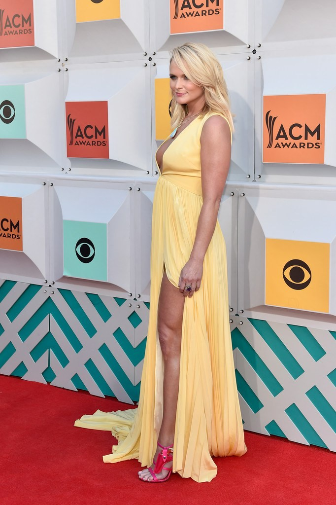 miranda-lambert-2016-acm-awards-christian-siriano-look