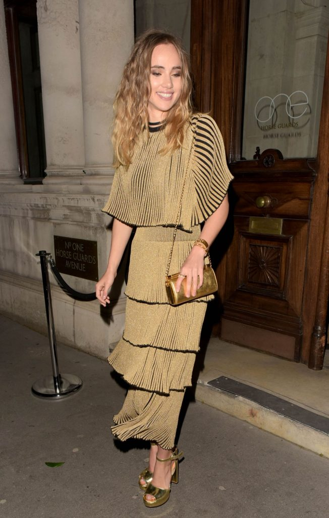 suki-waterhouse-magnum-double-launch-party-in-london-uk-4-20-2016-1
