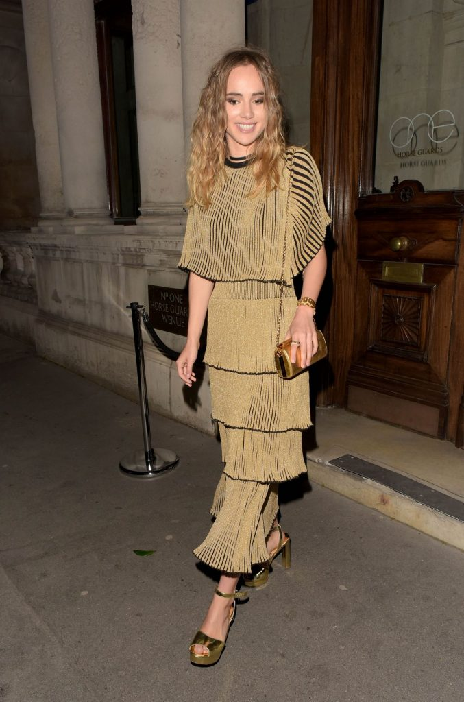 suki-waterhouse-magnum-double-launch-party-in-london-uk-4-20-2016-4
