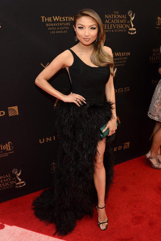 2016-Daytime-Emmy-Awards-Red-Carpet-TjF9jxOj42Ux