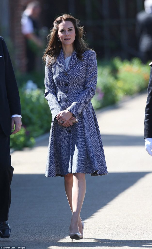 catherine-duchess-of-cambridge-in-michael-kors-collection-opening-of-the-magic-garden-at-hampton-court