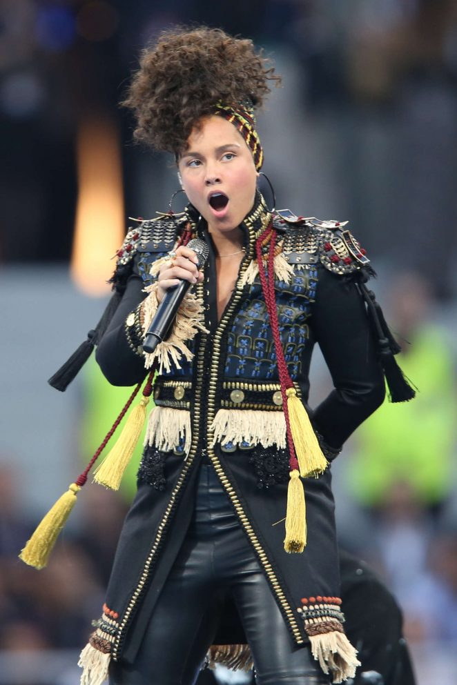 Alicia-Keys--Performs-at-the-UEFA-Champions-League-final-in-Milan--06-662x993