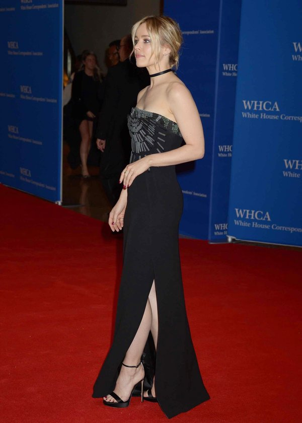 rachel-adams-in-giorgio-armani-2016-white-house-correspondents-dinner