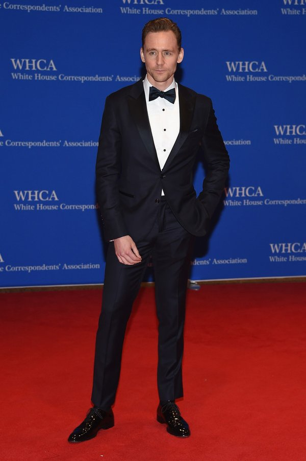 tom-hiddleston-white-house-correspondents-dinner-2016-redcarpet