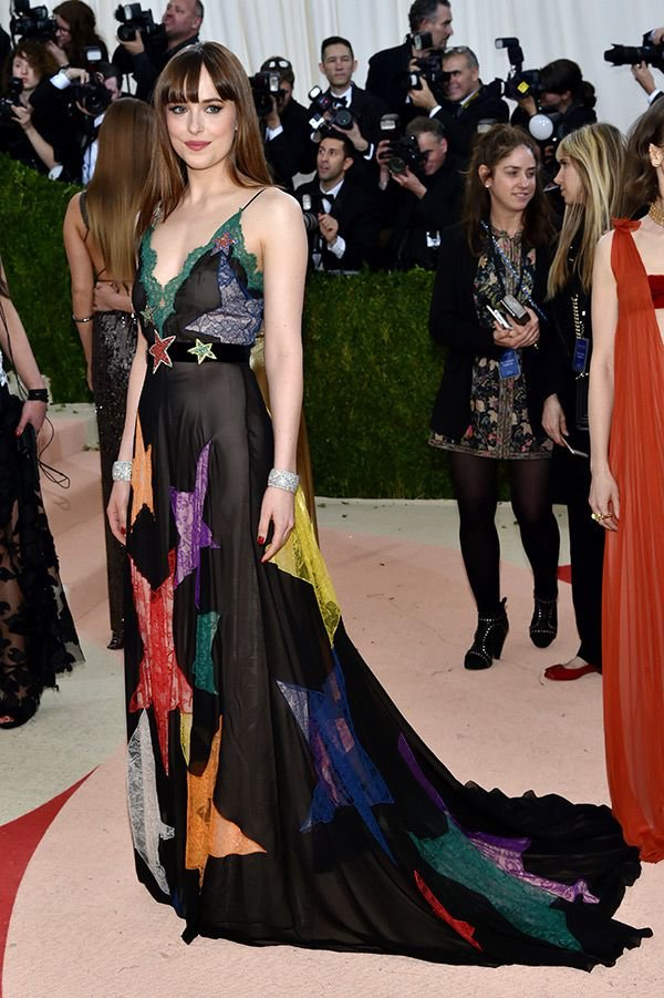 Dakota- Johnson -met-gala-2016-redcarpet