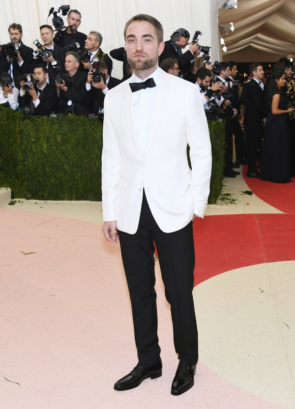 Robert- Pattinson -2016-met-gala-men