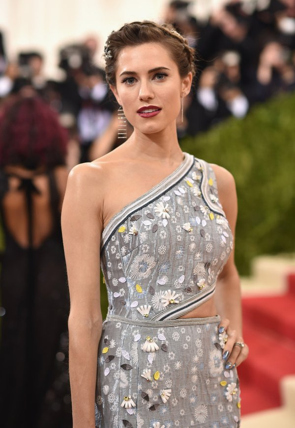allison-williams-in-peter-pilotto-2016-met-gala