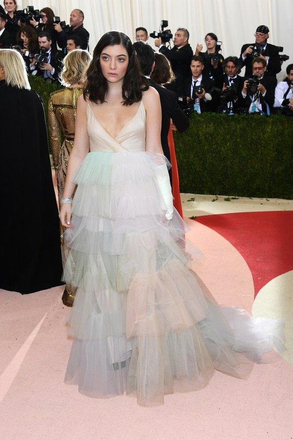 Lorde --2016-met-gala-redcarpet