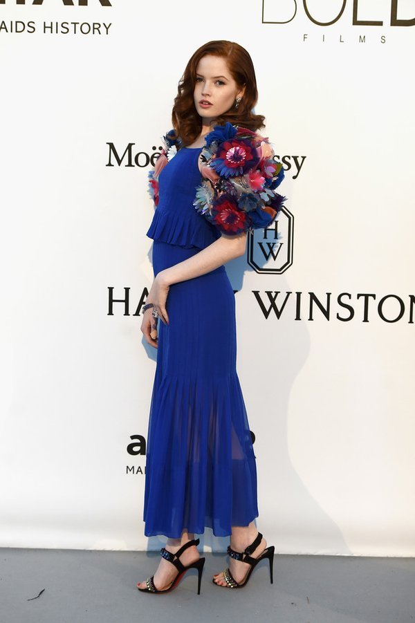 ellie-bamber-in-chanel- at-amfars-23rd-cinema-against-aids-gala