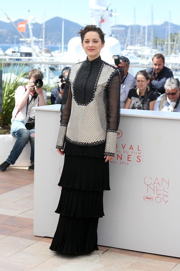marion-cotillard-in-j-w-anderson-at-its-only-the-end-of-the-world-cannes-2016-photocall