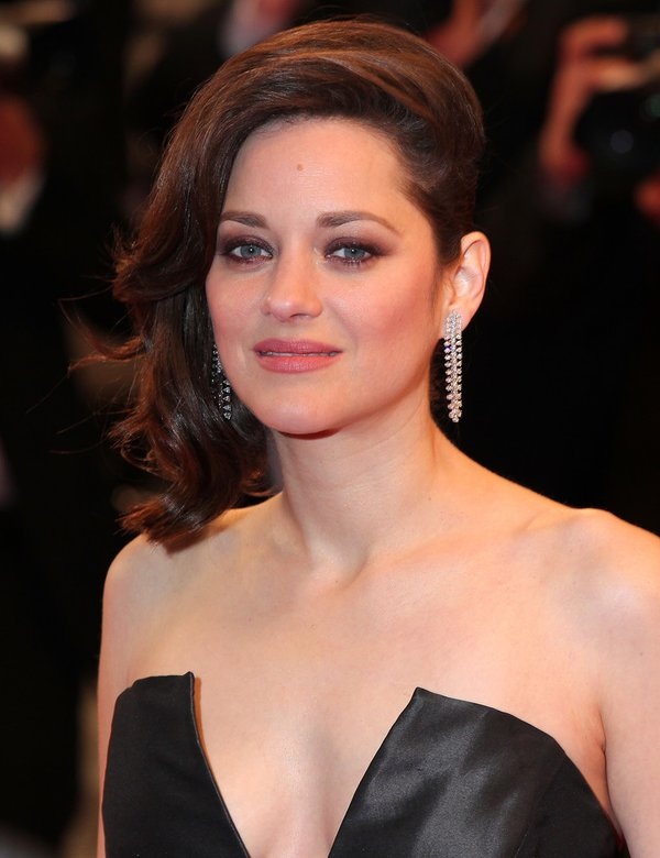 marion-cotillard-in-christian-dior-its-only-the-end-of-the-world-premiere-at-2016-cannes-film-festival
