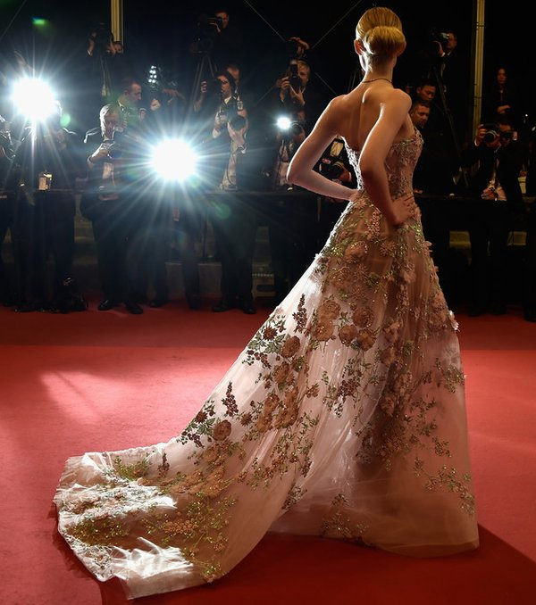 elle-fanning-in-zuhair-murad-at-the-neon-demon-69th-cannes-film-festival-premiere