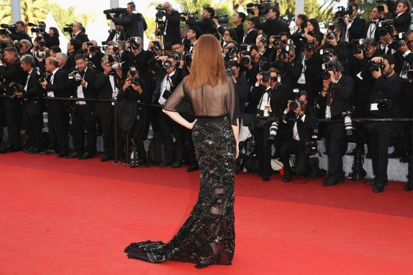 julianne-moore-in-givenchy-at-cafe-society-premiere-and-69th-cannes-film-festival-opening