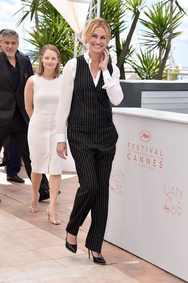 julia-roberts-in-givenchy-at-the-money-monster-69th-cannes-film-festival-photocall