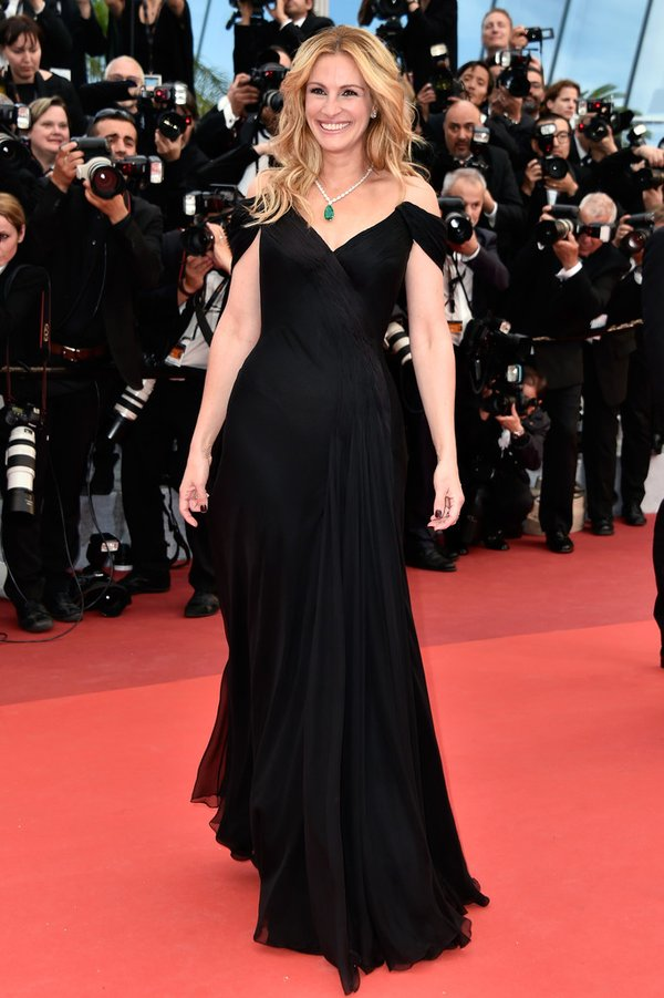 julia-roberts-in-armani-prive-money-monster-premiere-2016-cannes-film-festival