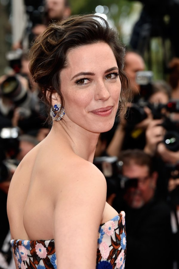 rebecca-hall-in-christian-dior-at-the-bfg-69th-cannes-film-festival-screening