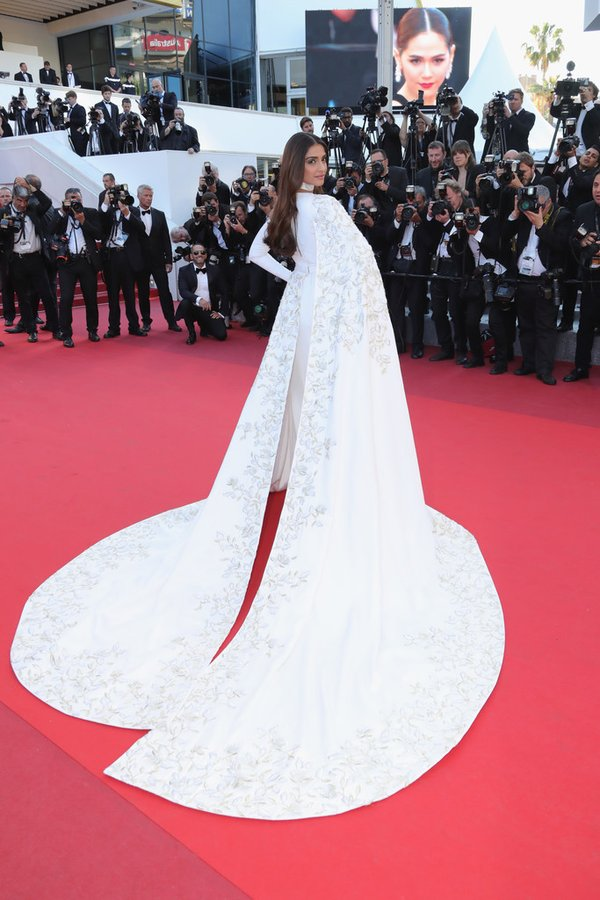 sonam-kapoor-in-ralph-russo-couture-at-from-the-land-of-the-moon-mal-de-pierres-69th-cannes-film-festival
