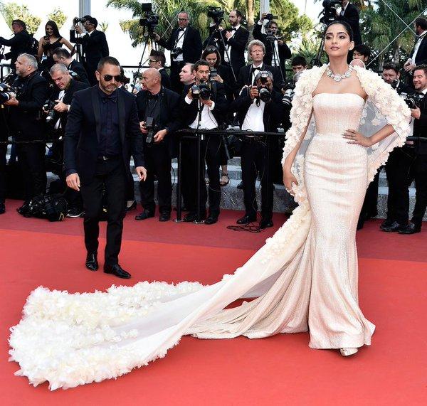 sonam-kapoor-ralph-russo-couture-loving-69th-cannes-film-festival-screening