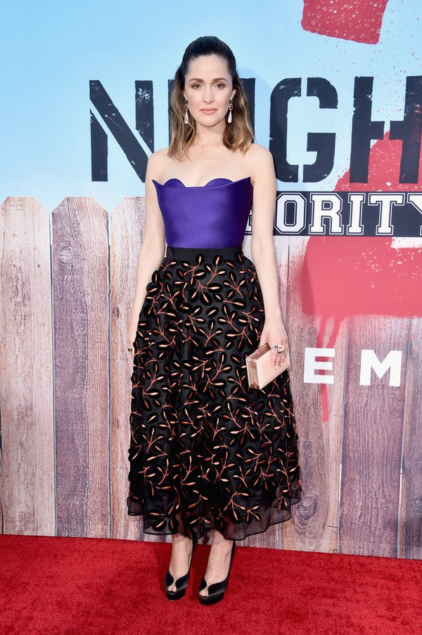 rose-byrne-in-delpozo-at-neighbors2-la-premiere