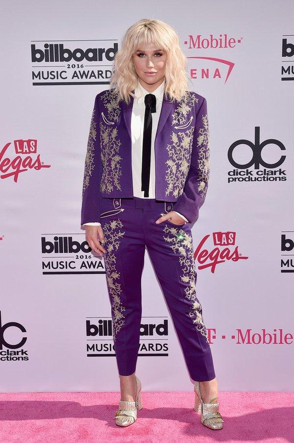 kesha-in-vintage-suit-at-the-2016-billboard-awards