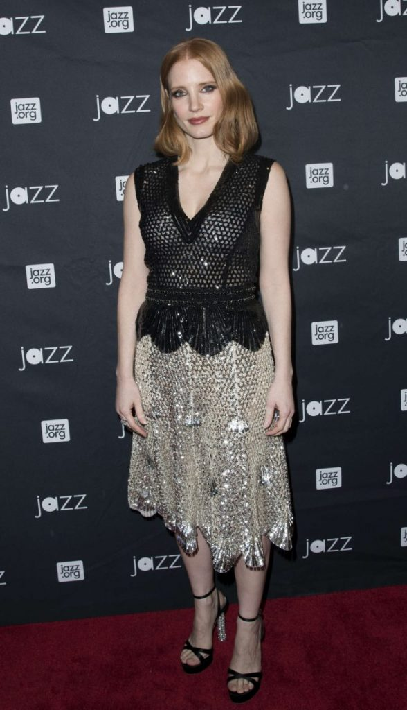 Jessica-Chastain--Jazz-at-Lincoln-Center-2016-Gala-Jazz-and-Broadway--06-662x1152