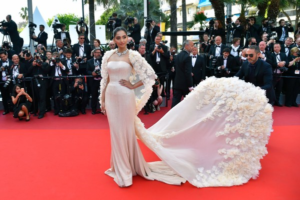 sonam-kapoor-in-ralph-russo-couture-at-loving-69th-cannes-film-festival-screening