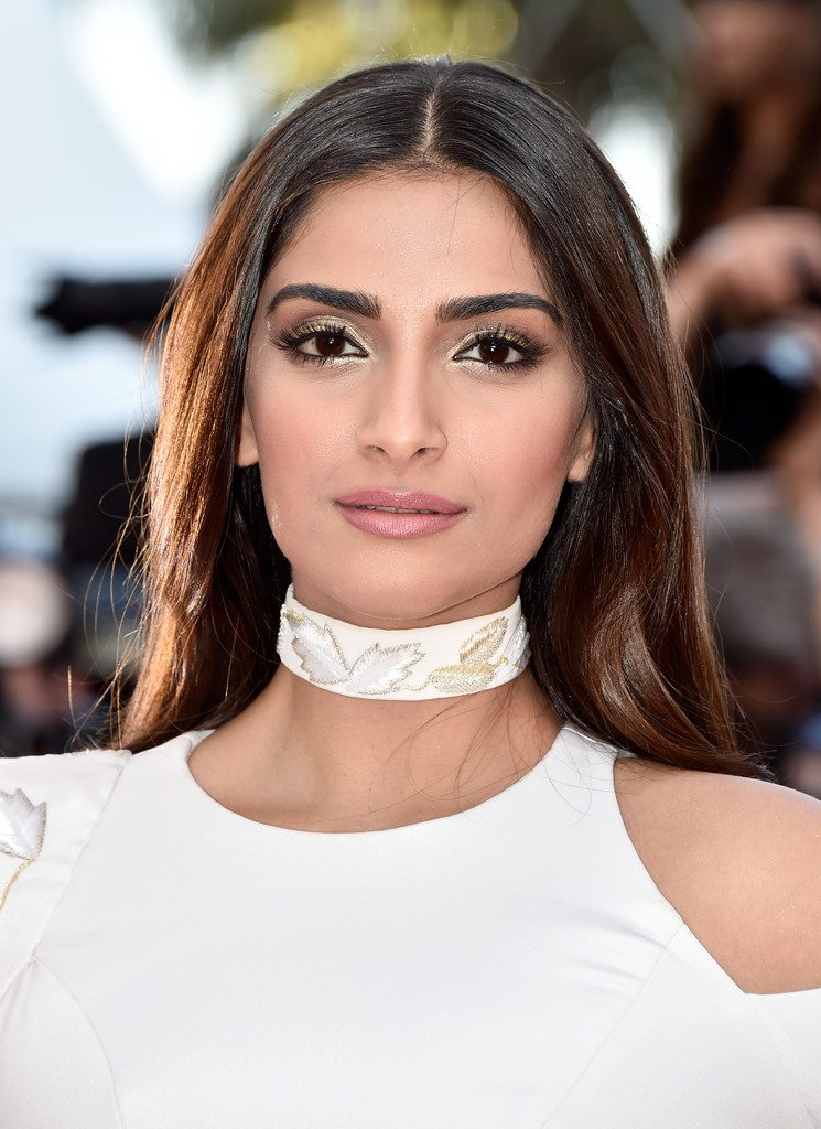 Sonam-Kapoor-Cannes-Film-Festival-Ralph-and-Russo-Embroidered-Gown-3