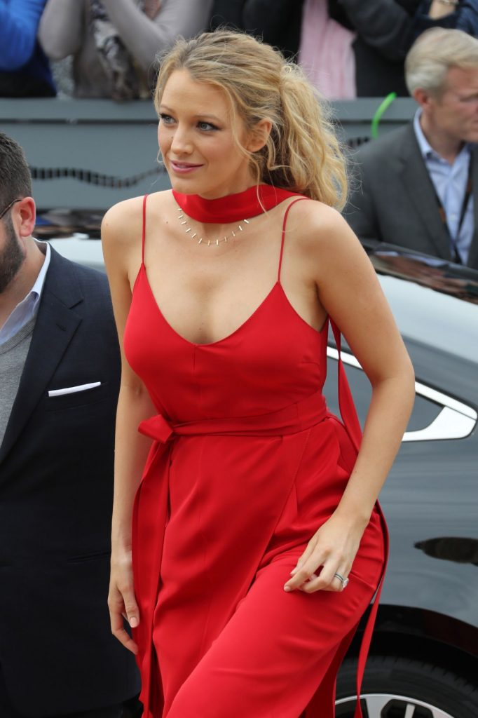 blake-lively-in-red-dress-arrives-at-palais-des-festival-in-cannes-5-11-2016-3