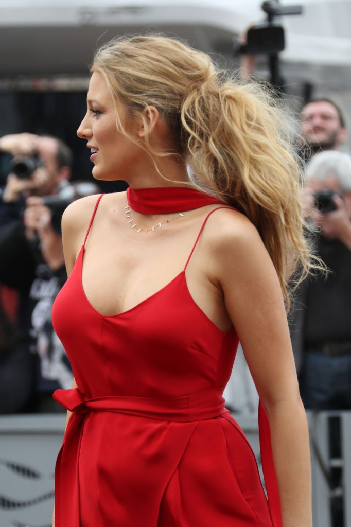 blake-lively-in-red-dress-arrives-at-palais-des-festival-in-cannes-5-11-2016-7