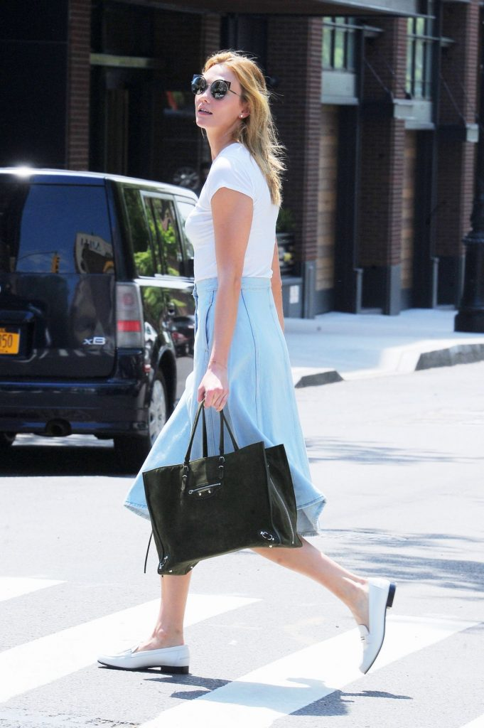 karlie-kloss-inspiring-style-out-in-nyc-5-23-2016-3