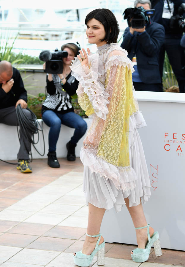 soko-in-chloe- the dancer -photo-call-at-cannes-film-festival