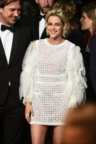 kristen-stewart-in-chanel-at-personal-shopper-premiere-69th-annual-cannes-film-festival