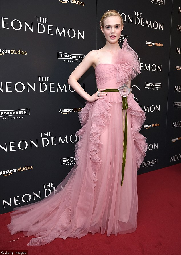elle-fanning-in-gucci-at-the-neon-demon-new-york-premiere