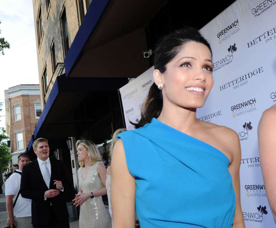 freida-pinto-in-dsquared2-at-the-changemarker-honoree-reception