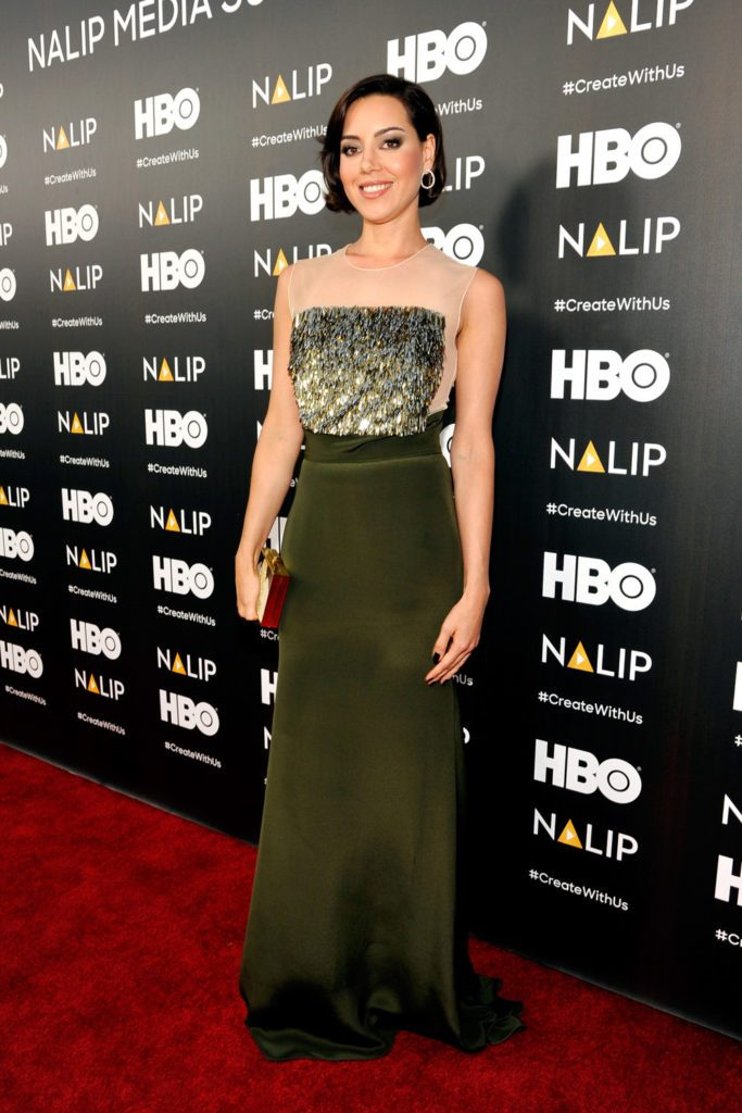 Aubrey-Plaza-NALIP-Latino-Media-Awards-2016-Red-Carpet-Fashion-Lela-Rose-