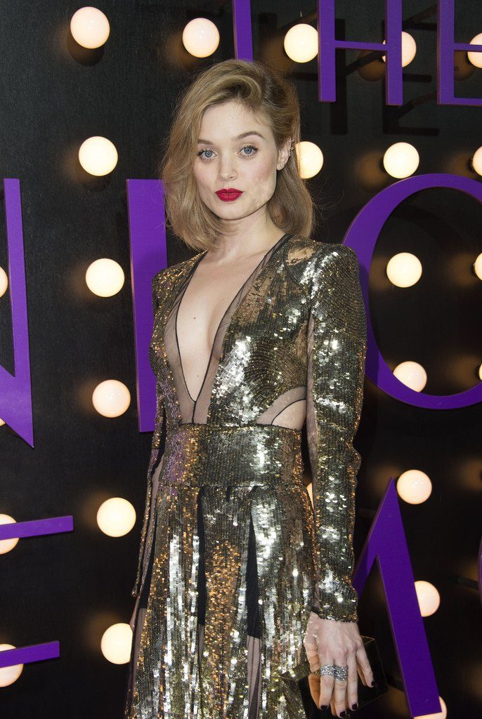 bella-heathcote-in-alexander-mcqueen-at-the-neon-demon-la-premiere
