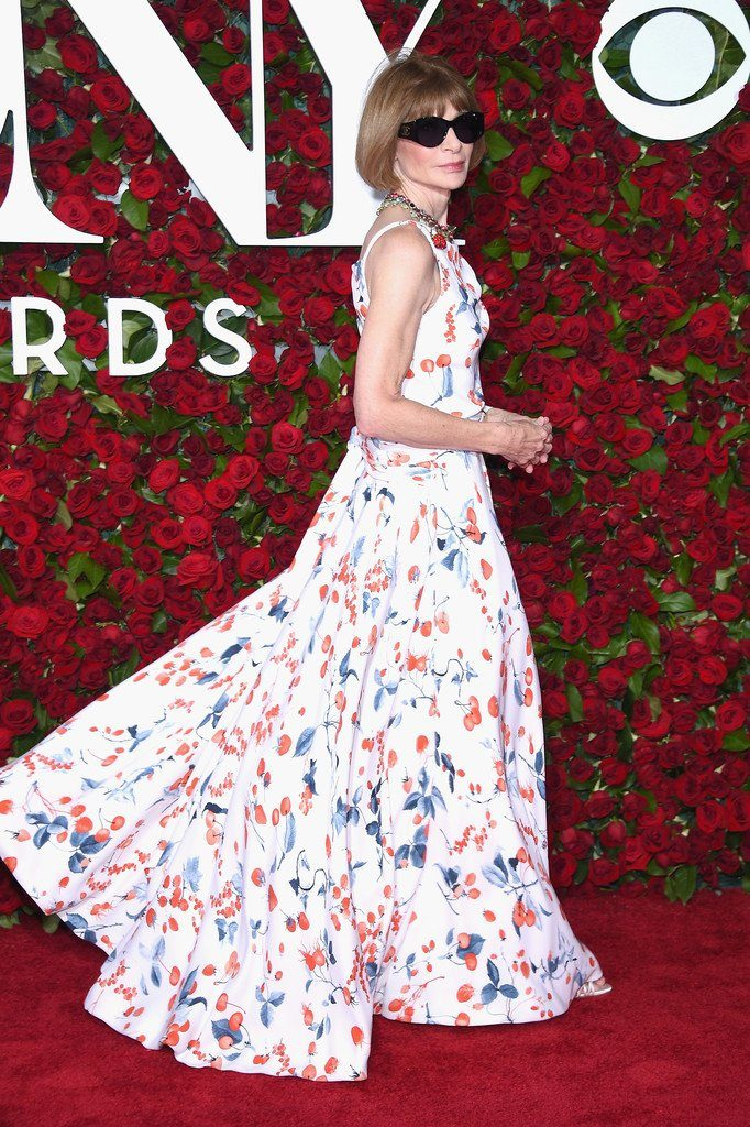 anna-wintour-in-schiaparelli-couture-at-the-70th-annual-tony-awards