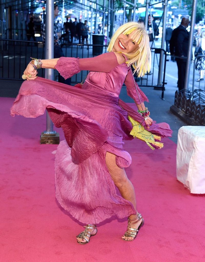 betsey-johnson-2016-cfda-fashion-awards-redcarpet