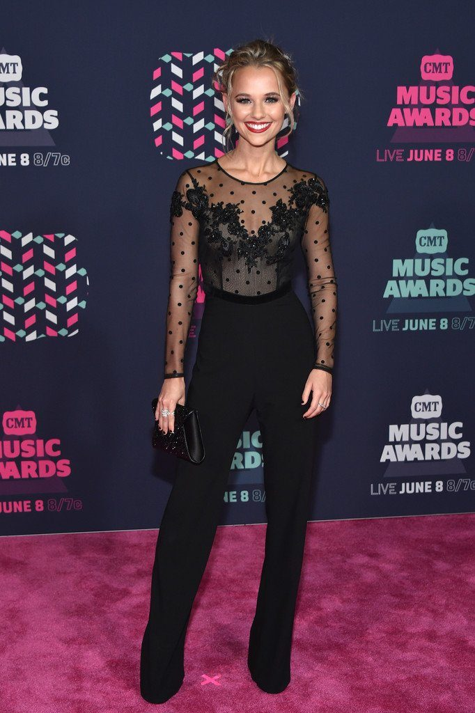 2016-cmt-music-awards-redcarpet