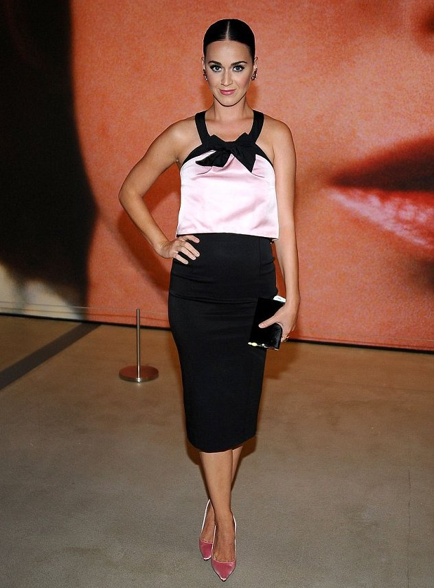 katy-perry-in-oscar-de-la-renta-cindy-sherman-exhibition-at-the-broad-museum
