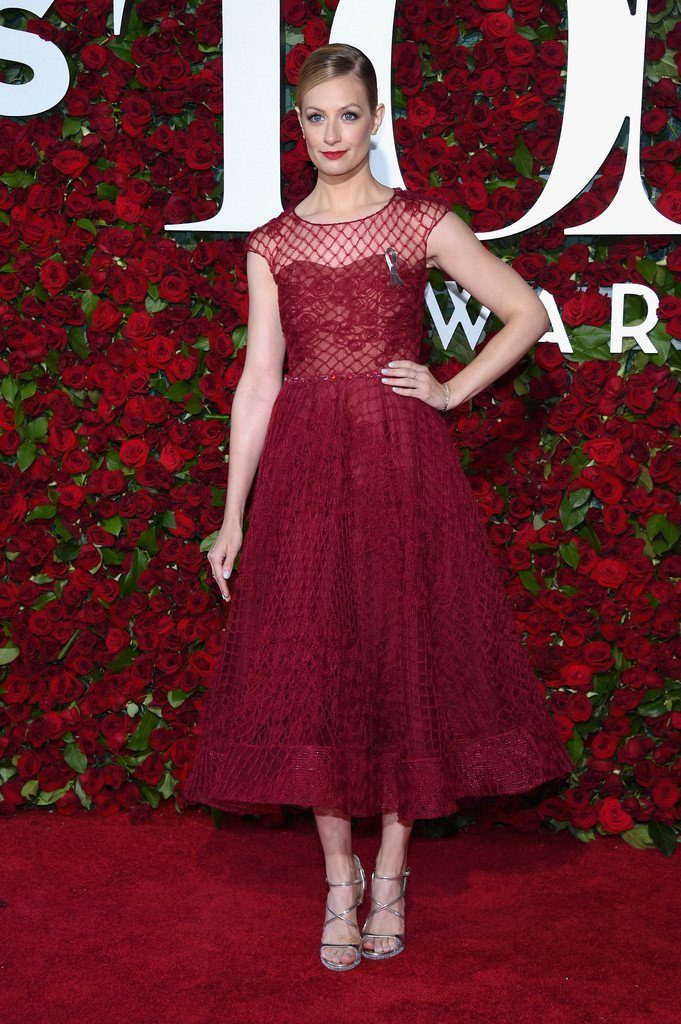beth-behrs-in-marchesa-notte-at-the-70th-annual-tony-awards
