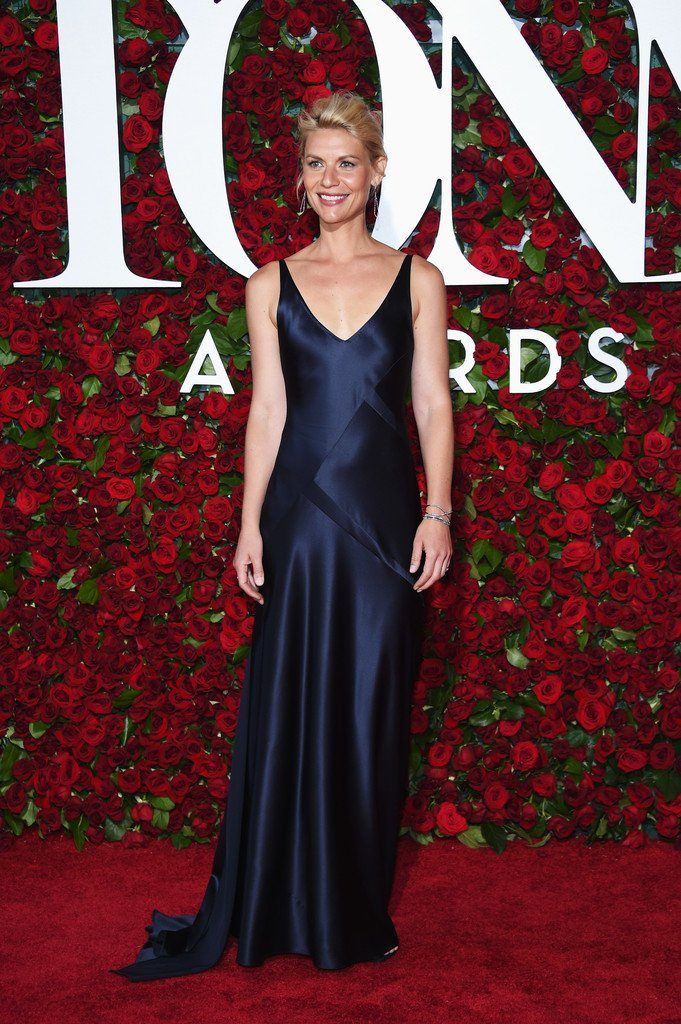 claire-danes-in-narcisc0-rodriguez-at-the-70th-annual-tony-awards