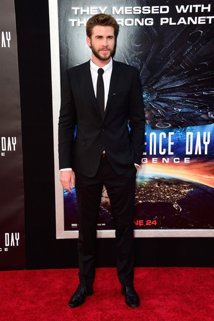 liam-hemsworth-in-dolce-gabbana-at-the-independence-day-resurgence-la-premiere