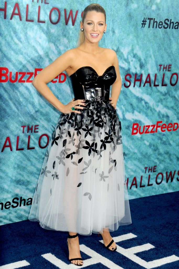 blake-lively-in-oscar-de-la-renta-carolina-herrera-promoting-the-shallows-in-new-york