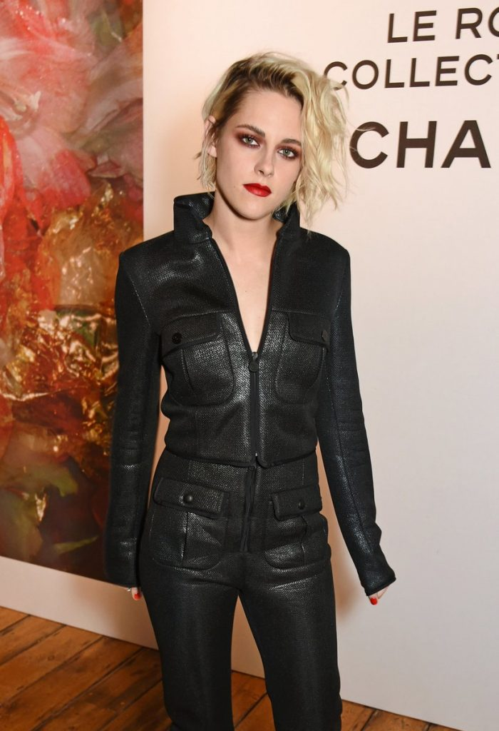 kristen-stewart-in-chanel-at-chanels-le-rouge-makeup-launch