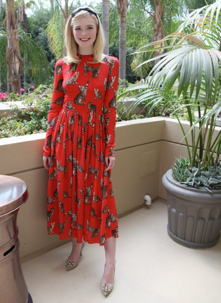elle-fanning-in-dolce-gabbana-at-the-neon-demon-beverly-hills-photocall