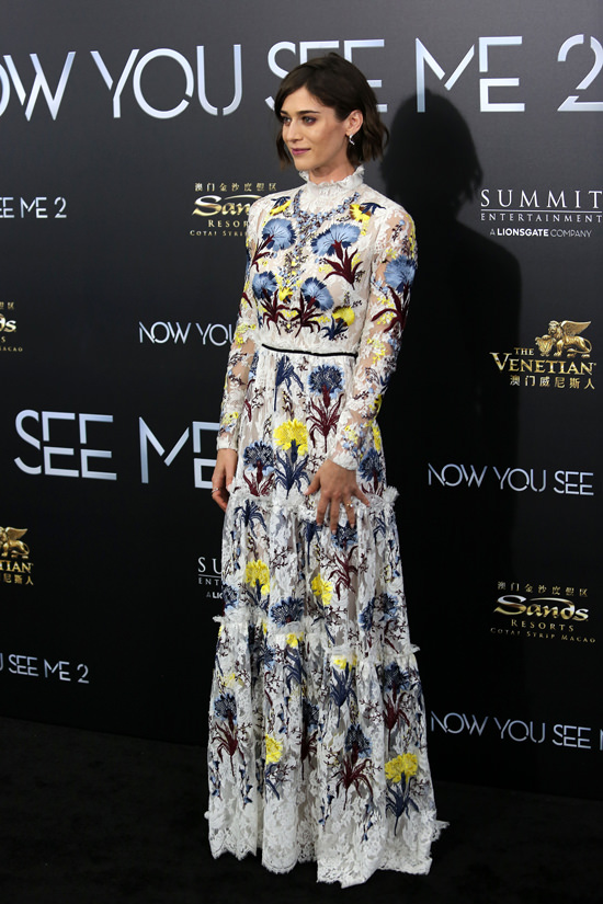 Lizzy-Caplan-Now-You-See-Me-2-Movie-Premiere-Red-Carpet-Fashion-Erdem-