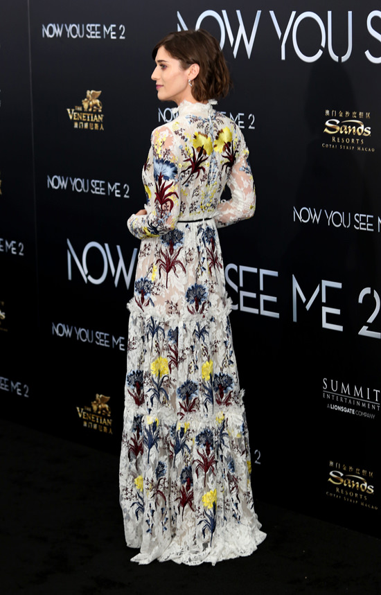Lizzy-Caplan-Now-You-See-Me-2-Movie-Premiere-Red-Carpet-Fashion-Erdem