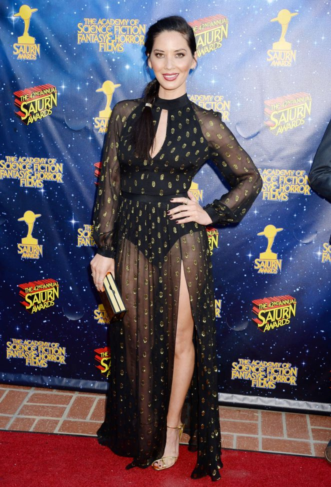 Olivia-Munn--2016-Saturn-Awards--22-662x974